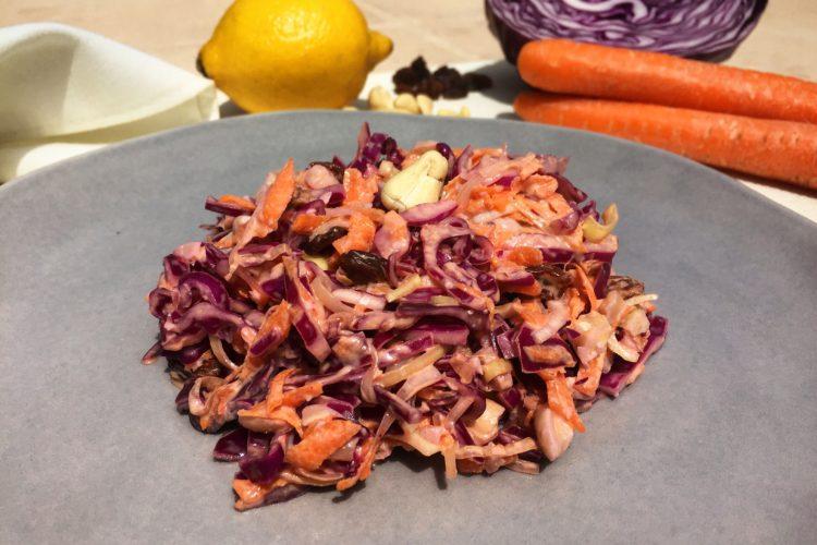 Zelný salát s mrkví a kešu