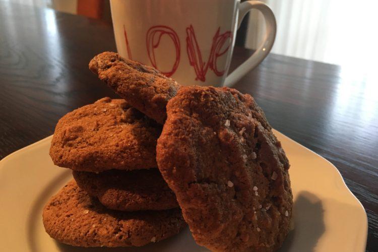 Slané čokoládovo-oříškové sušenky