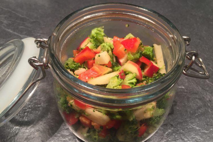 Brokolicový salát do skleničky