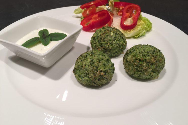 Brokolicové kuličky s jogurtovým dipem